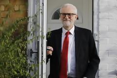 Ο Κόρμπιν ζητά συγγνώμη για την ήττα του κόμματός του στις εκλογές