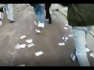 Φωτογραφία για Διπλό «χτύπημα»: «Τρικάκια» από αναρχικούς στο σπίτι του πρύτανη της ΑΣΟΕΕ - Πορεία Ρουβίκωνα στο Κολωνάκι
