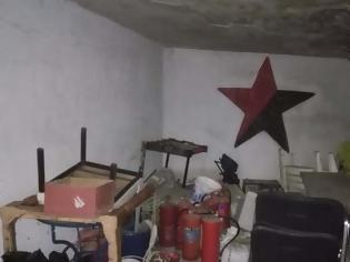 Φωτογραφία για Κοντάρια, κράνη και πυροσβεστήρες βρήκε η ΕΛΑΣ στην κατάληψη στο Μαρούσι