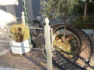 Φωτογραφία για Βεβήλωσαν και το μνημείο του Ολοκαυτώματος στα Τρίκαλα