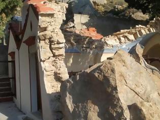 Φωτογραφία για Θαύμα: Μοναστήρι στη Σύμη καταπλακώθηκε από βράχια, αλλά η Αγία Τράπεζα παρέμεινε ανέγγιχτη!