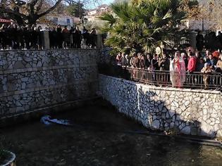 Φωτογραφία για Αγιασμός των υδάτων στο ΠΟΤΑΜΙ στο ΜΟΝΑΣΤΗΡΑΚΙ Βόνιτσας (ΦΩΤΟ)
