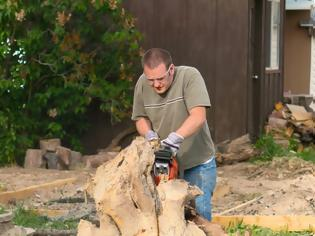 Φωτογραφία για ΚΑΤΑΣΚΕΥΕΣ - Με αυτόν τον κορμό δέντρου έφτιαξε φανταστικά πράγματα! (Φωτογραφίες)