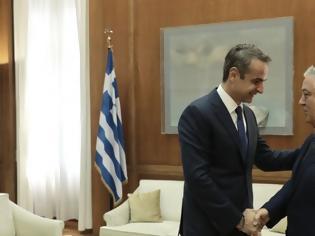 Φωτογραφία για Τετ α τετ Μητσοτάκη με Κουτσούμπα: Ο Πρωθυπουργός ενημερώνει για ελληνοτουρκικά, εκλογικό νόμο
