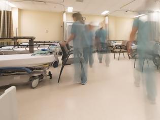 Φωτογραφία για Φεύγουν από τα νοσοκομεία τα επείγοντα περιστατικά - Τριπλό χτύπημα στα ράντζα