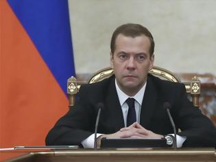Φωτογραφία για Παραίτηση της κυβέρνησης Μεντβέντεφ στη Ρωσία και εξελίξεις... με σφραγίδα «Πούτιν»