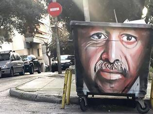 Φωτογραφία για Έλληνας καλλιτέχνης ζωγράφισε τον Ερντογάν σε κάδο απορριμάτων