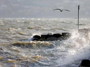Φωτογραφία για 100 χλμ/ώρα οι ριπές του ανέμου στο βόρειο Αιγαίο