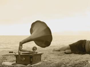 Φωτογραφία για Γραμμόφωνο στο κύμα: Ένα ντοκιμαντέρ μικρού μήκους, βασισμένο στο ομώνυμο ποίημα του Άρη Μπιτσώρη!