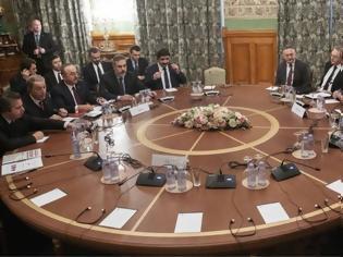 Φωτογραφία για Bloomberg: Τι πραγματικά θέλουν οι μεγάλες δυνάμεις από τη Λιβύη