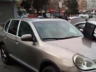 Φωτογραφία για Μετέφερε 10 μετανάστες σε Porsche Cayenne με κλεμμένες πινακίδες