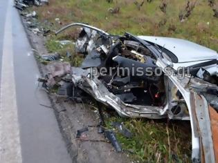 Φωτογραφία για Τραγικό τροχαίο στη Λιβαδειάς - Θηβών: Κόπηκε στη μέση το αυτοκίνητο των δυο φίλων που έχασαν τη ζωή τους