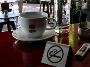 Φωτογραφία για Αντικαπνιστικός: Πρόστιμα για λέσχη καπνιστών, μπαρ χωρίς πινακίδα και μαϊμού τασάκια