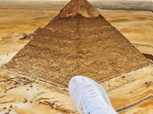 Φωτογραφία για Διάσημος YouTuber σκαρφάλωσε στην πυραμίδα της Γκίζας -Πέρασε 5 ημέρες στην φυλακή
