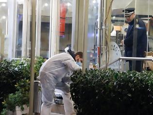 Φωτογραφία για Διπλή δολοφονία στη Βάρη: Καταζητούμενοι της Ιντερπόλ τα θύματα - Τι ψάχνουν οι αστυνομικοί