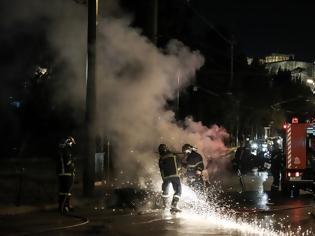 Φωτογραφία για Νύχτα εμπρηστικών επιθέσεων σε Ελληνικό, Πολύγωνο, Ταύρο, Αγίους Αναργύρους και Ασπρόπυργο