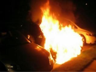 Φωτογραφία για Μπαράζ εμπρηστικών επιθέσεων σε αυτοκίνητα σε Μαρούσι και Αθήνα - 17 οχήματα στις φλόγες