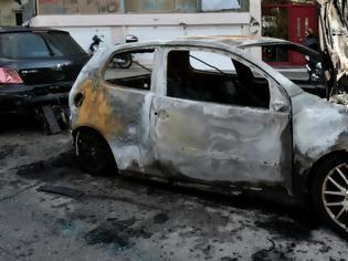 Φωτογραφία για Νέο μπαράζ εμπρησμών αυτοκινήτων στην Αττική.... τρία βαν και δώδεκα αυτοκίνητα...