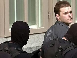 Φωτογραφία για Πάσσαρης: Καταδικάστηκε σε τέσσερις φορές ισόβια και κάθειρξη 49 χρόνων