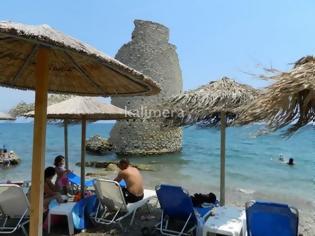 Φωτογραφία για Μαγική παραλία στην Ελλάδα: Ανεμόμυλος μέσα στη θάλασσα