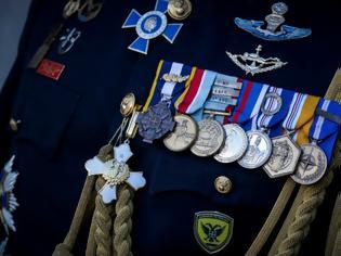 Φωτογραφία για Απονομή μεταλλίων σε στελέχη του Στρατού Ξηράς. Όλα τα ονόματα