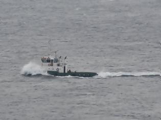 Φωτογραφία για Στο λιμάνι της Καλύμνου ρυμουλκείται το ακυβέρνητο πλοίο με τους 14 αλλοδαπούς