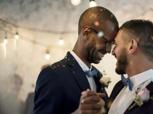 Φωτογραφία για Εκκλησία της Αγγλίας: Σεξ μπορούν να κάνουν μόνο παντρεμένα ετεροφυλόφιλα ζευγάρια