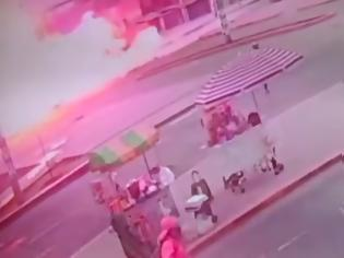Φωτογραφία για Τουλάχιστον 4 νεκροί από έκρηξη βυτιοφόρου που μετέφερε αέριο