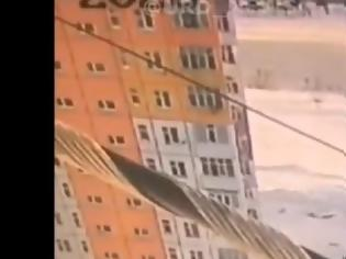 Φωτογραφία για Βίντεο που κόβει την ανάσα: Γυναίκα έπεσε από τον 9ο όροφο και σώθηκε