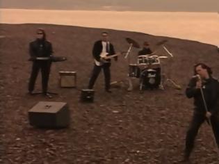 Φωτογραφία για Μπροστά απ' την εποχή του: Το τραγούδι που έβαζε φωτιά σε όλα τα πάρτι των 90's (Video)