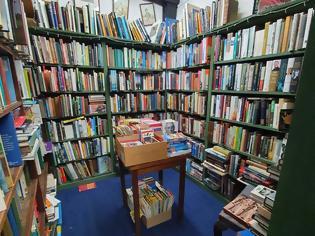 Φωτογραφία για Βιβλιοπωλείο «τρελάθηκε» στις παραγγελίες μετά από tweet υπαλλήλου