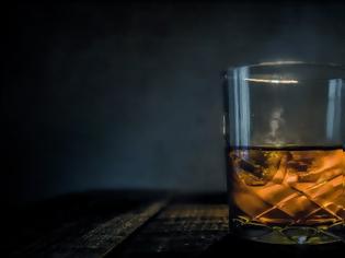 Φωτογραφία για Μετά τον αντικαπνιστικό βάζει στο «στόχαστρο» το αλκοόλ