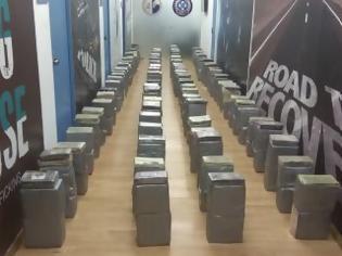 Φωτογραφία για Δηλώσεις σχετικά με εντοπισμό και κατάσχεση 1 τόνου και 181 κιλών κοκαΐνης και τη σύλληψη οχτώ (8) αλλοδαπών
