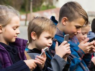 Φωτογραφία για Κόλλησε το παιδί σου στο κινητό; -Τι πρέπει να κάνεις