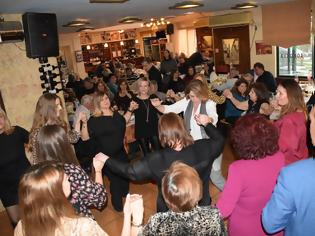 Φωτογραφία για Με πολύ κέφι και χορό γλέντησαν οι ΜΠΑΜΠΙΝΙΩΤΕΣ στη ταβέρνα «ΑΓΓΕΛΟΣ» -ΦΩΤΟ