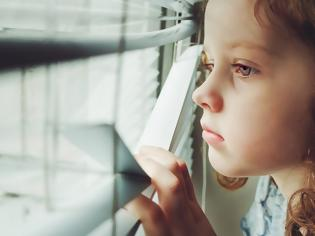 Φωτογραφία για Το διπλό χτύπημα που απειλεί το μυαλό των παιδιών