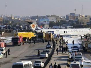 Φωτογραφία για Ιράν: Αεροπλάνο προσγειώνεται σε λεωφόρο και ουδείς παθαίνει το παραμικρό