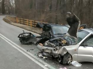 Φωτογραφία για Δύο γυναίκες νεκρές σε σφοδρή σύγκρουση αυτοκινήτων