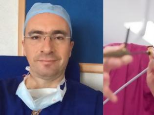 Φωτογραφία για Δημήτρης Κυπαρισσόπουλος: Ο Έλληνας γιατρός που κάνει θαύματα και σώζει χιλιάδες ζωές από καρκίνο του πνεύμονα