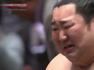 Φωτογραφία για Ένας ευαίσθητος «γίγαντας»: Το «αουτσάιντερ» νίκησε σε τουρνουά σούμο και έβαλε τα κλάματα
