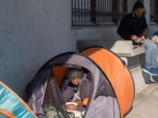 Φωτογραφία για 1 στους 3 Έλληνες σε κίνδυνο φτώχειας και ας δουλεύουν πιο πολύ από τους άλλους Ευρωπαίους