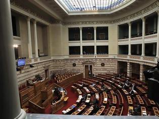 Φωτογραφία για Εγκρίθηκε με 156 ψήφους η τροπολογία για το ποδόσφαιρο -Οι δύο «γαλάζιες» απουσίες