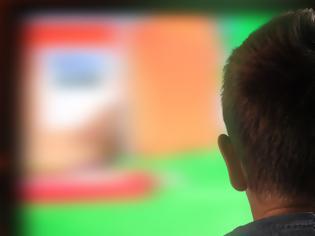 Φωτογραφία για Ερευνα: Μια οθόνη μπορεί να κάνει τα παιδιά σωματικά αδρανή καθώς μεγαλώνουν