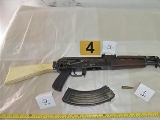 Φωτογραφία για ΕΛΑΣ: Αυτά είναι τα «καθαρά» όπλα του «τοξοβόλου» - Και ληστεία τράπεζας ο 32χρονος