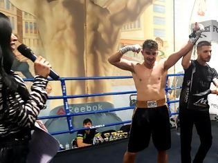 Φωτογραφία για Νικητής επέστρεψε ο Τσακανικας Θωμάς του ΑΣ ΘΗΣΕΑΣ ΑΙΤ/ΝΙΑΣ σε ενα μεγάλο παιχνίδι πυγμαχίας.