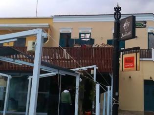 Φωτογραφία για Λέρος: Οι επιχειρηματίες του νησιού στηρίζουν οικονομικά τους ιδιοκτήτες των καταστημάτων που κάηκαν