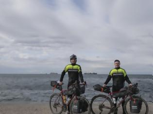 Φωτογραφία για Τσέχοι θα ταξιδέψουν από την Αθήνα στο Τόκιο με ποδήλατο για να δουν τους Ολυμπιακούς Αγώνες