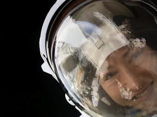 Φωτογραφία για Η αστροναύτης της NASA Κριστίνα Κόουκ επέστρεψε στη Γη μετά από 328 ημέρες