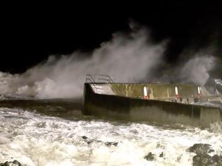 Φωτογραφία για «Κιάρα»: «Βυθισμένη πολιτεία» η Βρετανία - Συγκλονιστικά βίντεο από τη μάχη με τη φύση  ΒΙΝΤΕΟ