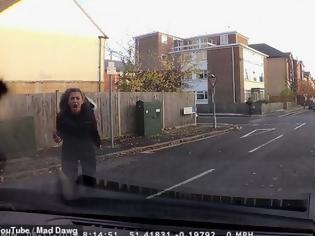 Φωτογραφία για Βίντεο: Τον τράκαρε, έφταιγε και άρχισε να τον βρίζει